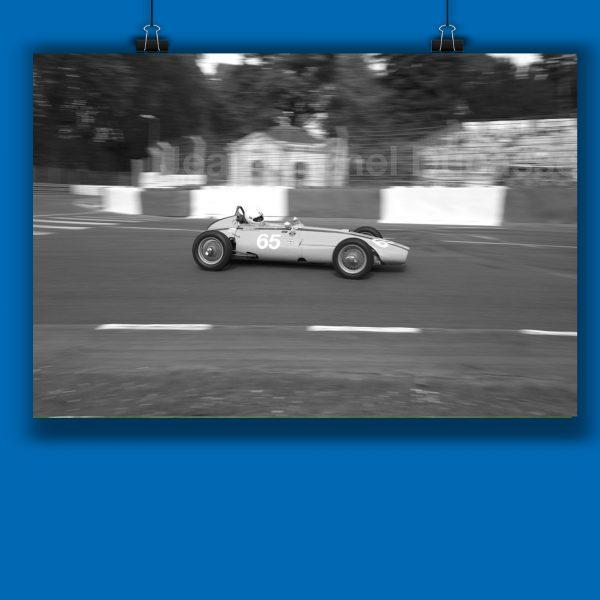 Affiche de Jean Michel Ducasse photogrape palois qui aime prendre de magnifiques clichés de la ville, du circuit automobile, des monuments et des emblèmes de pau
