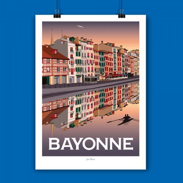 l'affiche Bayonne par Jean Navarre est un classique des intérieurs du Pays Basque - imprimé dans le 64, les affiches sont la fierté des Chauvins, boutique concept à Pau